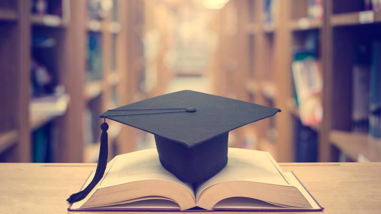 ¿Cómo saber qué estudiar: Diploma, Diplomado o Maestría?